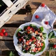 Sałatka ze szpinakiem, truskawkami i arbuzem