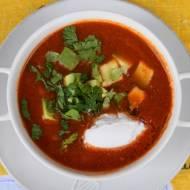 Pomidorowa zupa z soczewicą i avocado