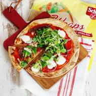Bezglutenowa pizza na spodzie z wrapa