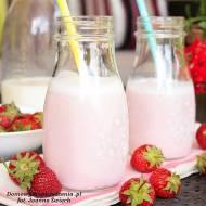 domowe mleko truskawkowe