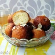Gulab Jaman - pakistańskie mini pączki z mleka w proszku (w syropie pomarańczowym)