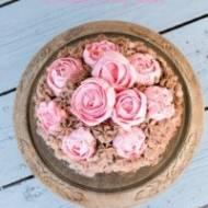Tort fistaszkowy z nutą kawy i karmelem czekoladowym