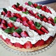 Tort z kremem mascarpone i truskawkami na Dzień Ojca