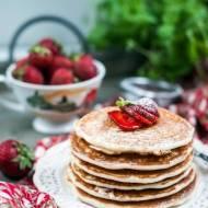 Bezglutenowe pancakes z truskawkami