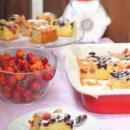 Najlepsze ciasto jogurtowe z jagodami i agrestem
