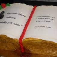 Tort w kształcie księgi