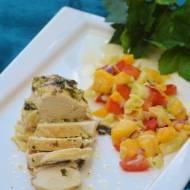 Grillowana pierś z kurczaka w towarzystwie salsy z mango