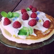 Omlet na słodko ze śmietaną i owocami