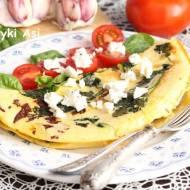Omlet ze szpinakiem i suszonymi pomidorkami