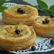 Francuskie ciasteczka z jagodami Crème brûlée