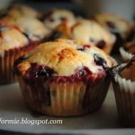 muffiny kokosowe z czarną porzeczką i białą czekoladą