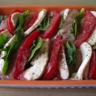 Zapiekany filet z mozzarellą pomidorami oraz szpinakiem