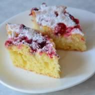 Jogurtowe ciasto z owocami lata