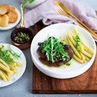 Stek z rostbefu wołowego z sosem ziołowo-brzoskwiniowym