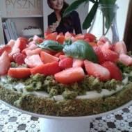Zielony mech z truskawkami