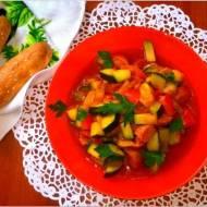 Szybki i tani obiad. A la leczo z kiełbasą na passacie pomidorowej.
