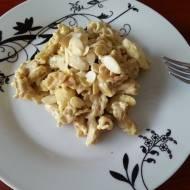 Kurczak curry z gruszką, migdałami i makaronem pełnoziarnistym, czyli coś z innej beczki