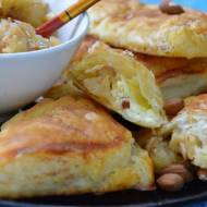 Francuskie trójkąty z mascarpone i karmelizowanymi jabłkami w migdałach