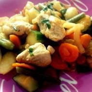 filet z indyka duszony z młodymi warzywami