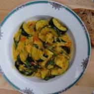 Curry z cukinii i czerwonej soczewicy