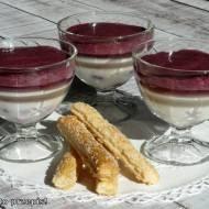 Deser z serka homogenizowanego, rabarbaru i borówek