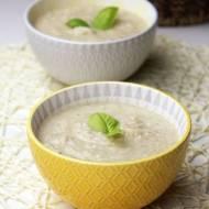 Krem z białych warzyw z serem pleśniowym i gruszką