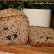 Mieszany chleb na miodzie i zakwasie z oliwkami