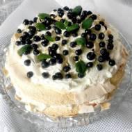 Pavlova - tort bezowy z jagodami