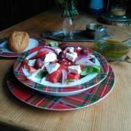 sałatka grecka  z oryginalnym dressingiem