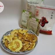 Placuszki z mąki z tapioki, orzechami nerkowca i morwą białą