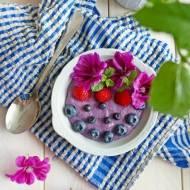Jagodowa kasza manna z owocami