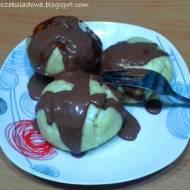 Kluski na parze w sosie czkoladowym