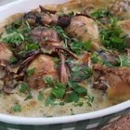 Podudzia z kurczaka zapieczone w sosie z suszonych borowików