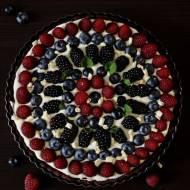 Tarta z owocami i truflowym kremem z białej czekolady