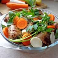 Udka pieczone z sosem sojowym i warzywami