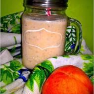 Migdałowo-brzoskwiniowy koktajl z chia. Koktajl na drugie śniadanie.