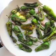 Papryczki Padrón z oliwą i czosnkiem