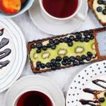 Tarta z budyniem i owocami - bez pieczenia