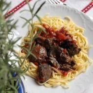 tagliatelle z kurzą wątróbką i sosem pomidorowym