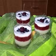 Letni deser malinowy z nocną owsianką, kaszą manną i jogurtem