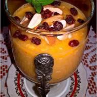 Gęste smoothie z otrębami, berberysem i migdałami