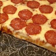 Pyszna Pizza z Salami + Przepis na Ciasto na Pizze