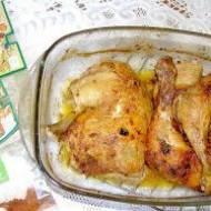 z piekarnika uda kurczaka z czubricą i przyprawą harissa...
