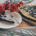 Czekoladowo-Jagodowa tarta z kruszonką i borówkami