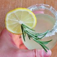 Lemoniada ze smażonych cytryn z rozmarynem