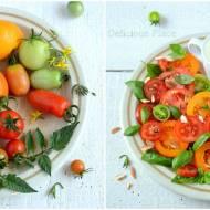Sałatka z pomidorów z sosem śmietankowo-miętowym