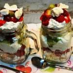 Deser owoce-bezy-bita śmietana
