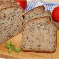 Chleb mieszany na zakwasie i miodzie z oliwkami w sierpniowej piekarni