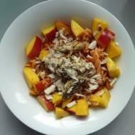 Sałatka makaronowa z mango i kurczakiem