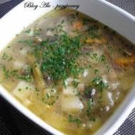 Zupa warzywna z cukinią i pieczarkami